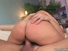 Sexy body milf Devon Lee teasing her fine ass, round tits, getting cunt nailed
