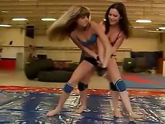 Sexy teen girls fighting