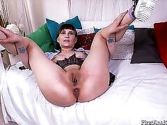 Young whore gets anally toyed and deepthroats him
