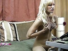 Hard nipples milf hottie does a webcam show