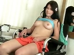 19 yr old amateur toys her bald pussy