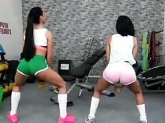 Instead of working out, two dazzling babes ended up having lesbian scissoring