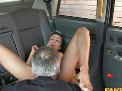 Cab driver fucked passenger for free