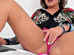 cougar wet mommy orgasming on webcam