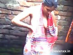 indian village girl bathing video