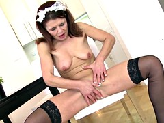 Maid mature mom with hungry vagina