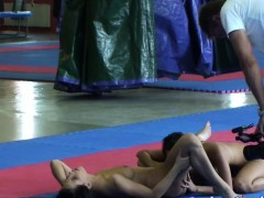 Wrestling lezzie gets pussylicked by asian gf