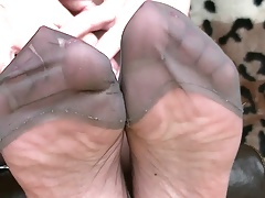 Stocking toe playing